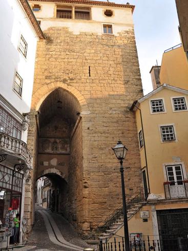 Башня и ворота Алмедина