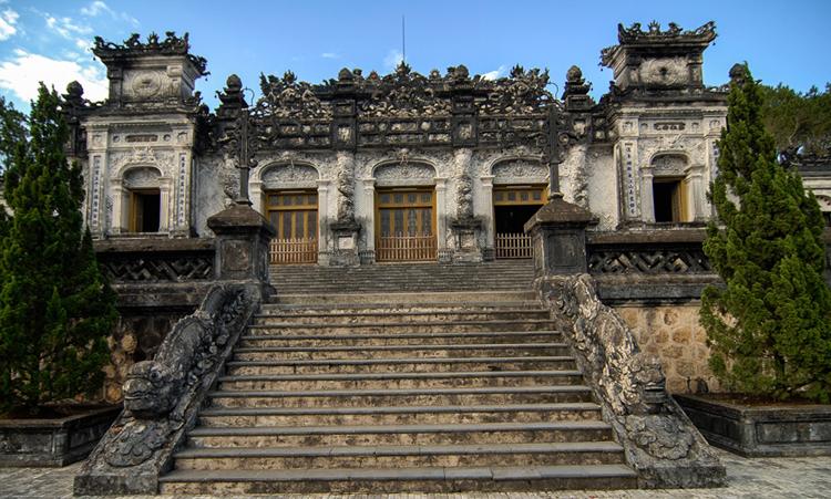 Гробница императора Кхай Диня