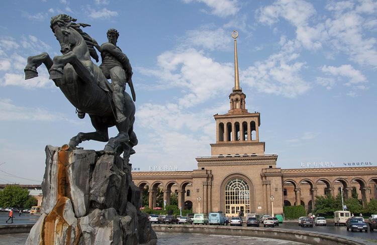 Памятник Давиду Сасунскому