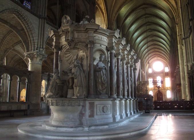 Внутри Базилики Святого Ремигия