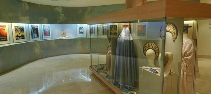 Внутри музея Мистерии
