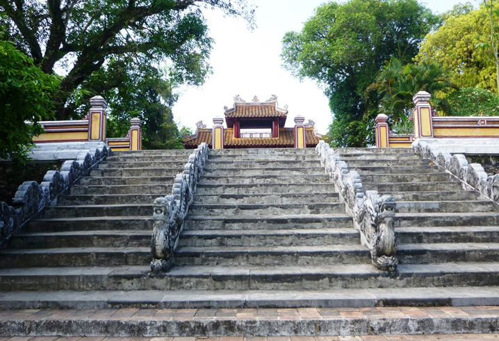 Гробница императора Зя Лонга