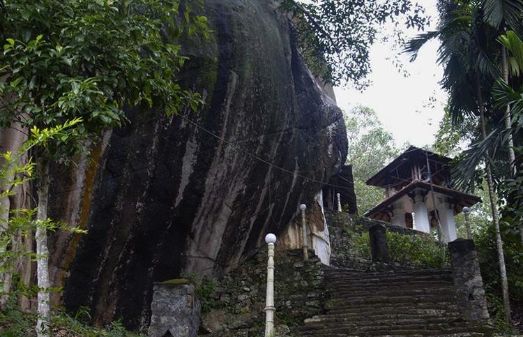 Пещерный храм Хиндагала