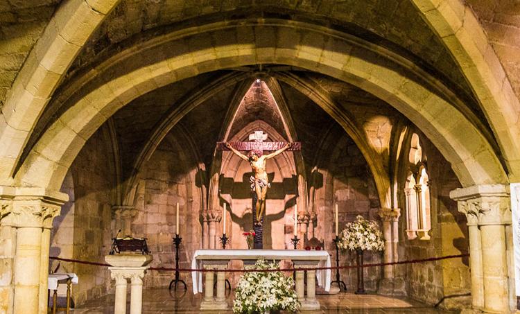 Внутри церкви Сантимо Кристо