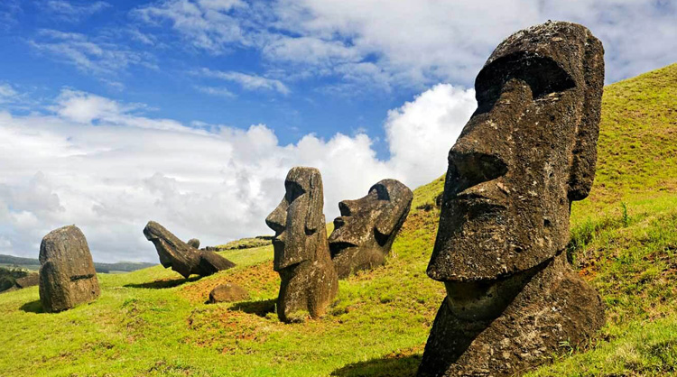 Каменные истуканы – моаи