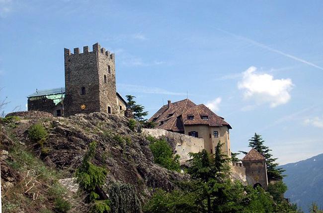 Замок Кастель Юваль