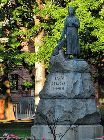 Памятник Лидии Койдуле