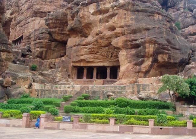 Пещерный храм