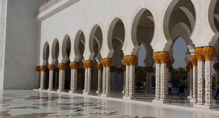 Внутри мечети шейха Зайда