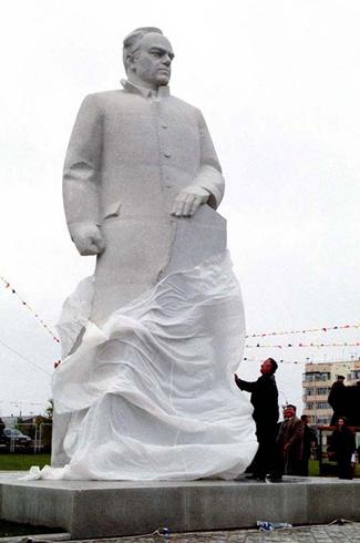 Памятник Виктору Ивановичу Муравленко