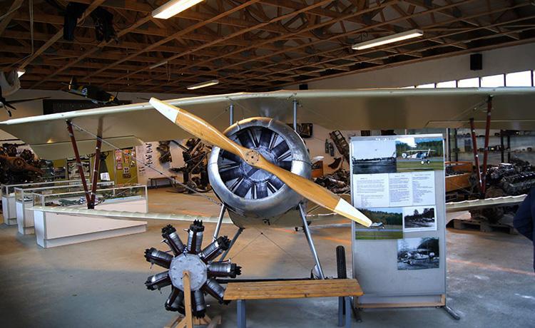 Внутри музея авиации