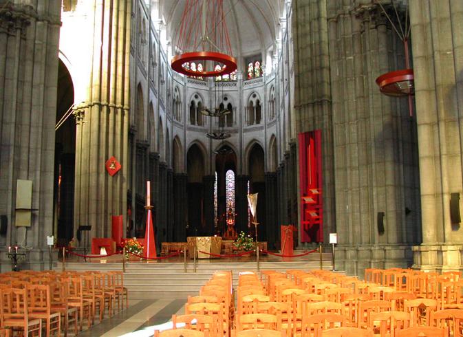 Внутри собора Нотр-Дам-де-ла-Трей