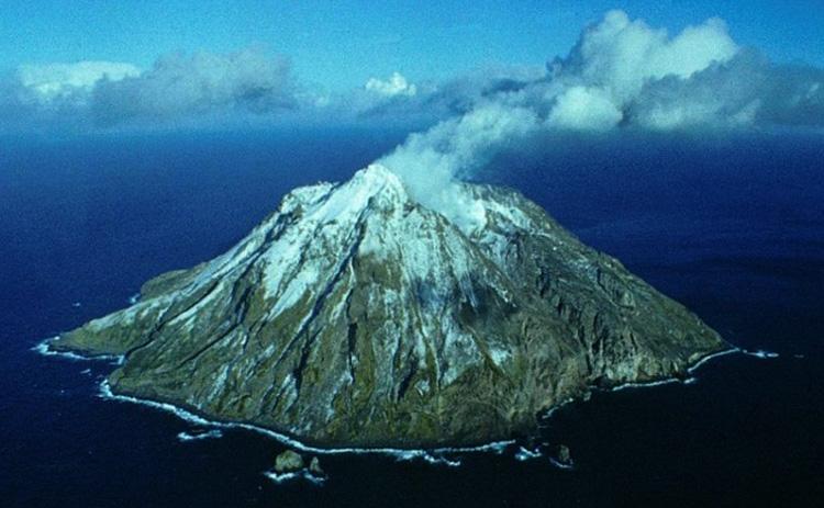 Остров-вулкан Чиринкотан