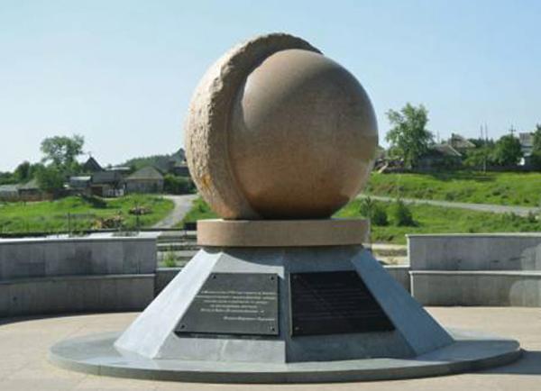 Памятник в честь 250-летия Североуральска