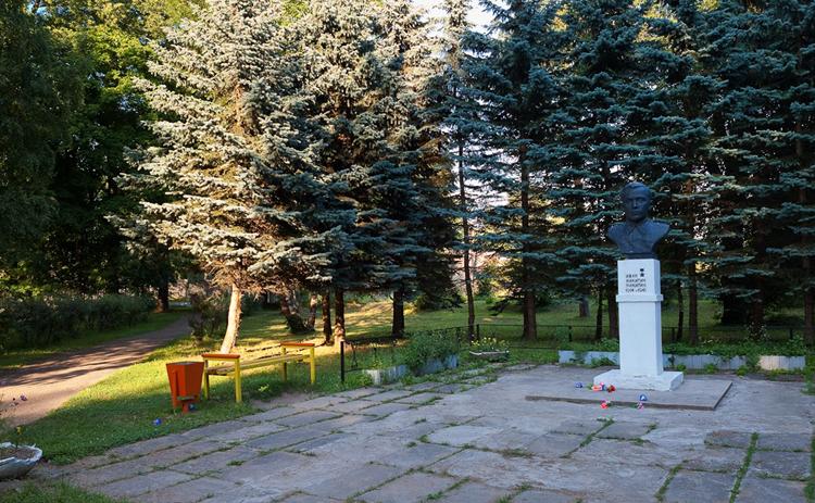 Памятник Никитину Ивану Никитичу