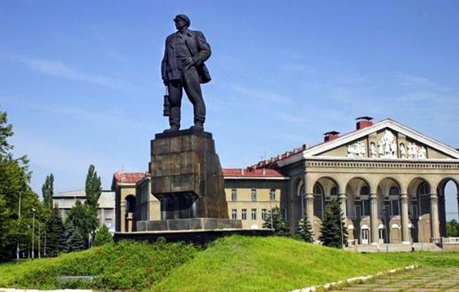 Памятник Изотову
