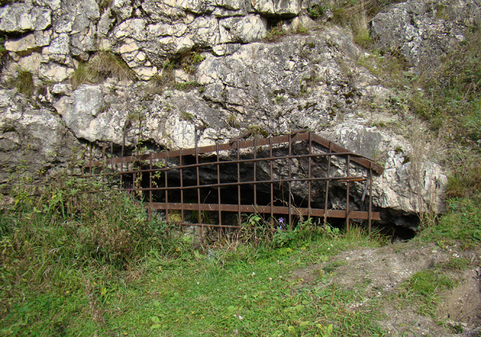 Петропавловская пещера