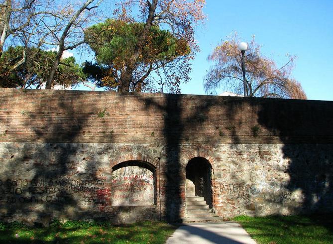 Крепостные стены Пистойи