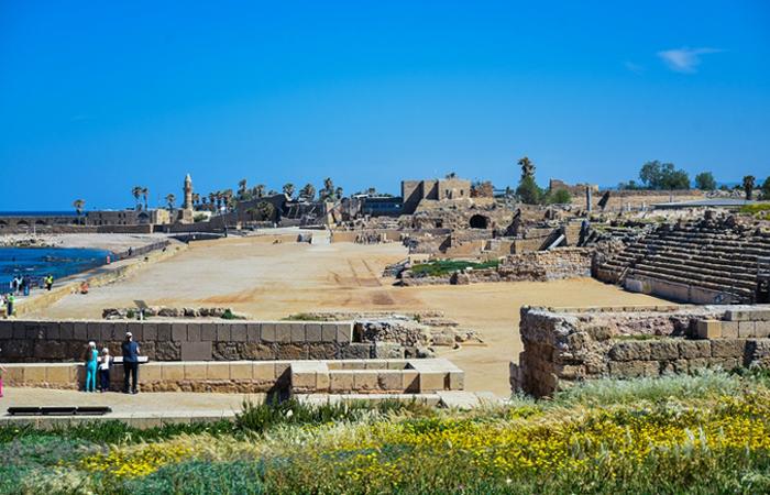 Руины дворца на рифе