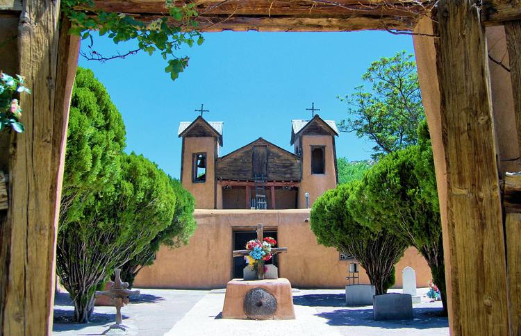 Католическая церковь Эль-Сантуарио-де-Чимайо