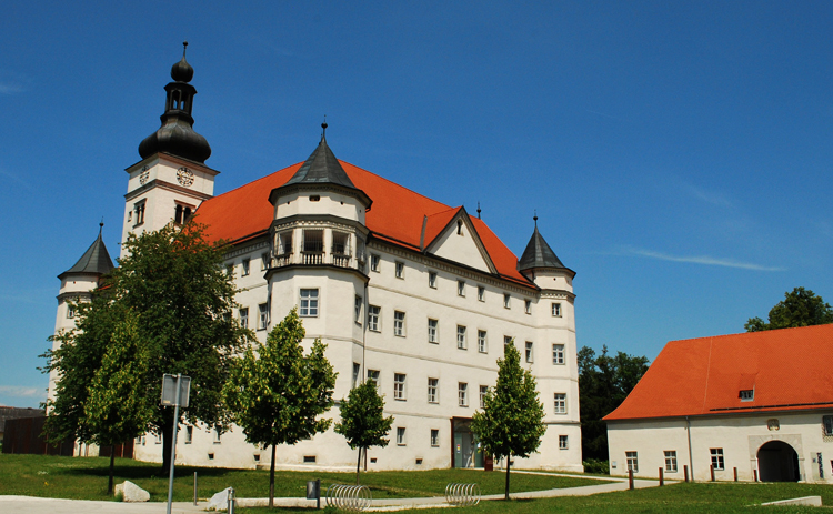Замок Хартхайм