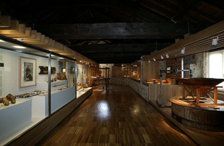 Внутри городского музея