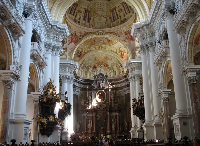 Внутри монастыря Святого Флориана