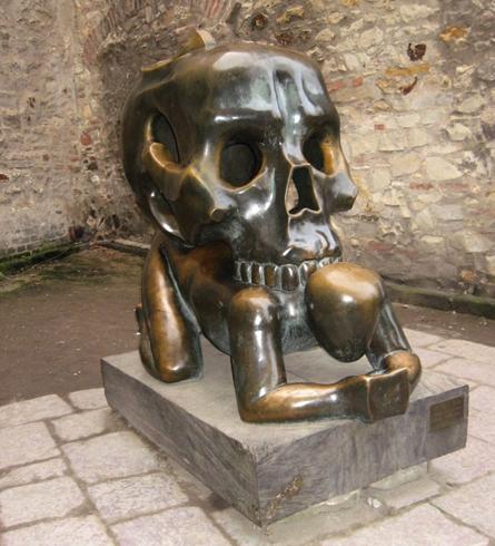 "Скульптура ""Притча о черепе"""