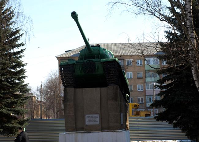 Памятник «Танк на пьедестале»
