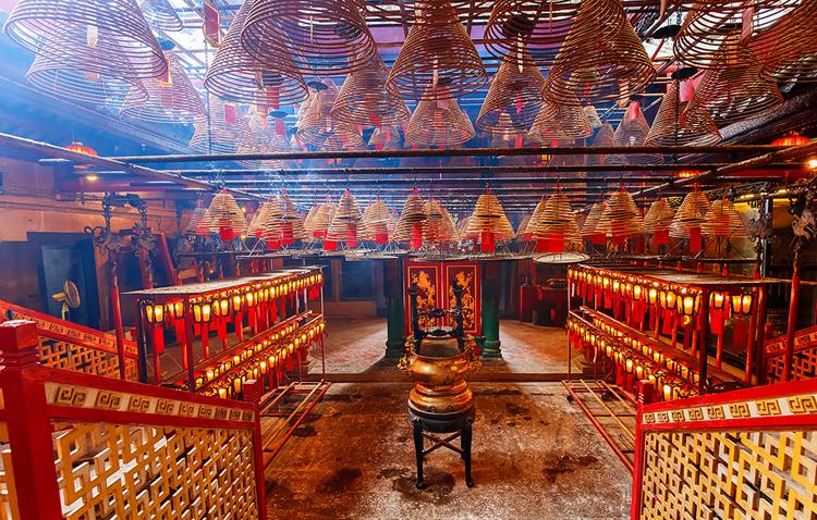 Внутри храма Ман Мо