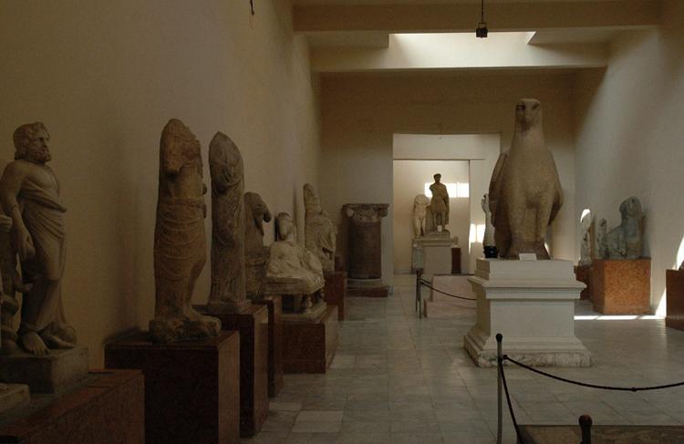 Внутри греко-римского музея
