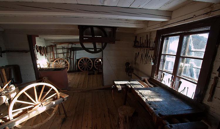 Внутри дома моряка