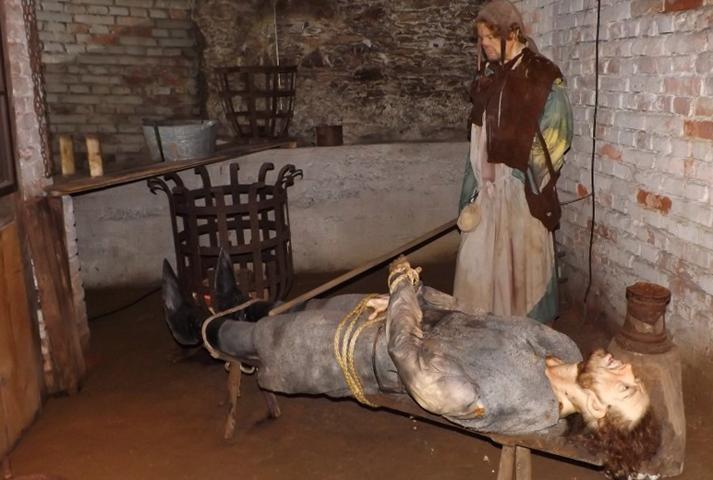Внутри музея пыток