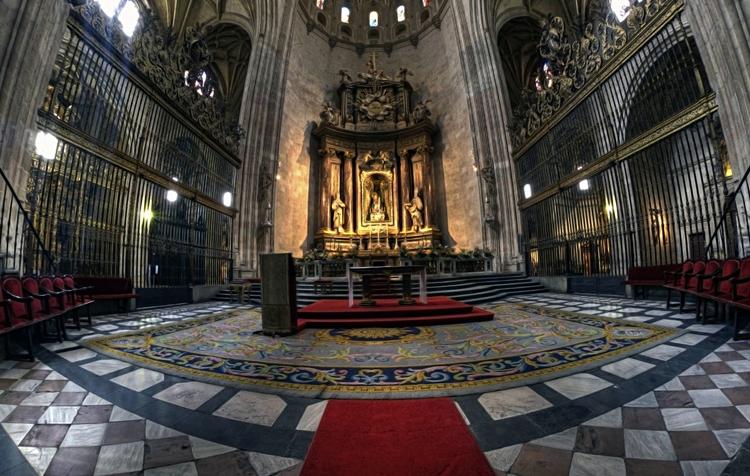 Внутри собора Святой Марии