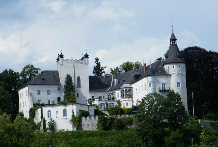 Замок Оттенсхайм