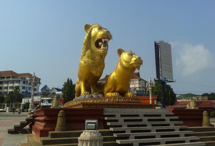 Скульптура «Золотые львы»