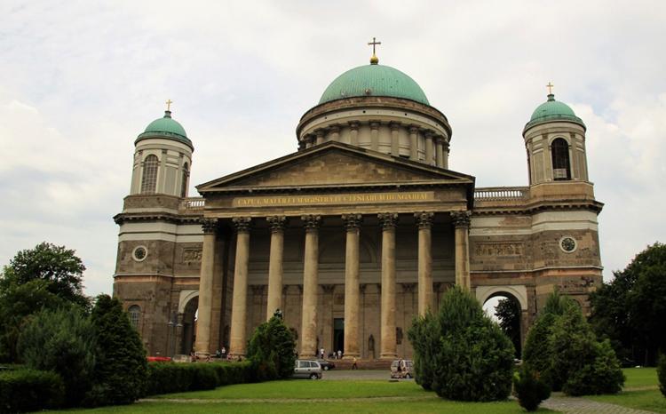 Базилика Святого Адальберта