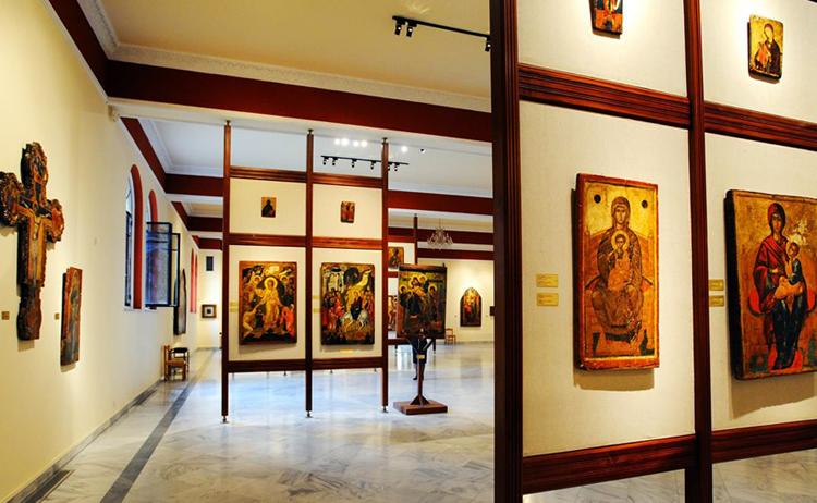 Внутри Византийского музея