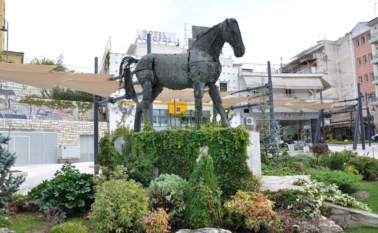 Памятник Буцефалу