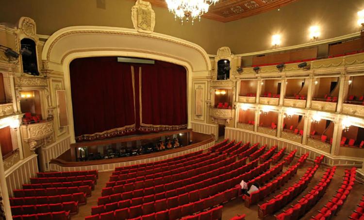 Внутри национальной оперы