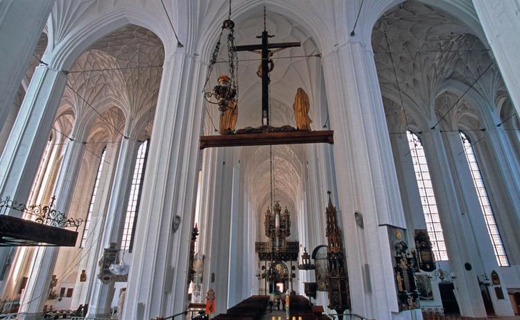 Внутри Базилики Вознесения Девы Марии