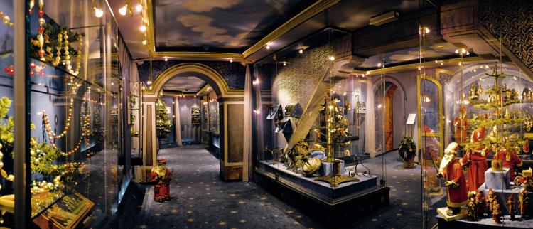 Внутри рождественского музея
