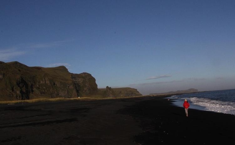 Чёрный пляж Вик