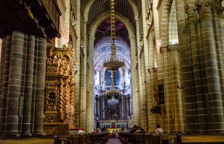 Внутри собора Се