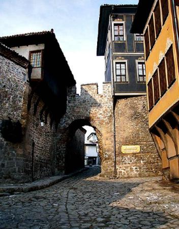 Древние врата города