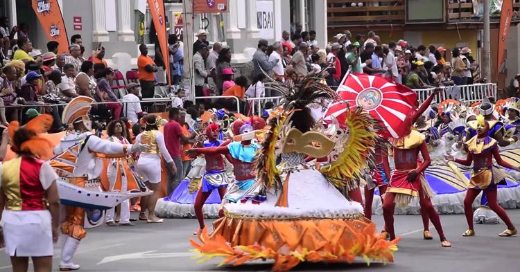 Февральский Карнавал в городах Прайя и Минделу