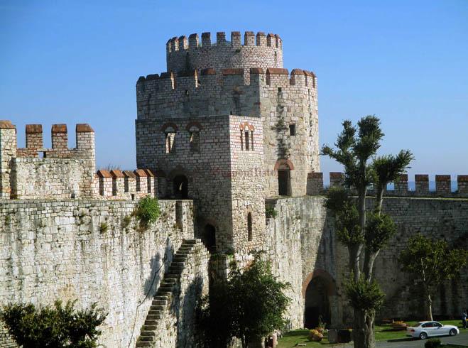 Едикуле - Семибашенный замок