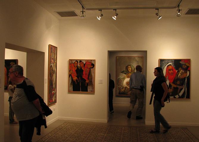 Внутри музея Мане Каца
