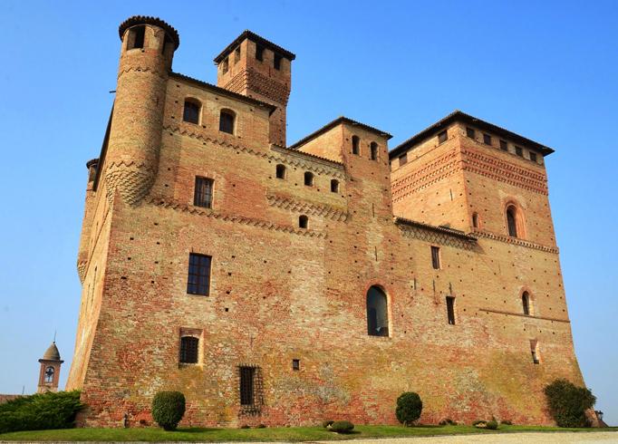 Замок Castello di Cavour