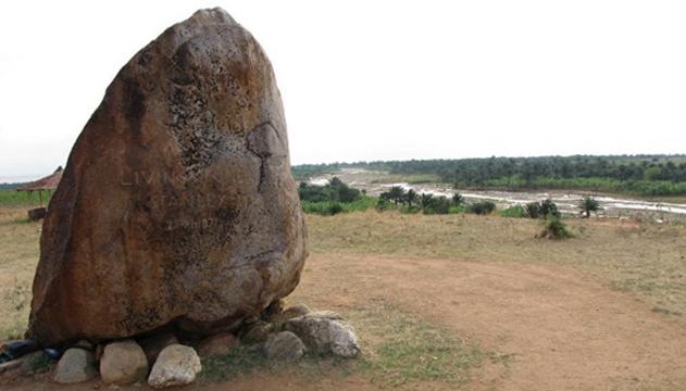Мемориальный камень Ливингстону и Стенли